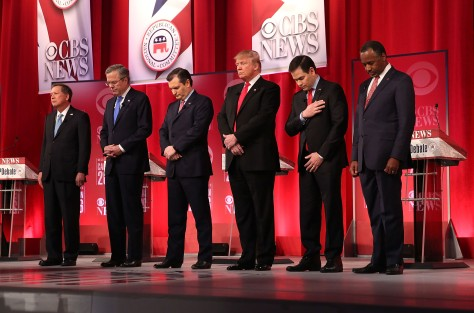 Republican presidential candidates (L-R) Ohio Governor John Kasich, Jeb Bush, Sen. Ted Cruz (R-TX), Donald Trump, Sen. Marco Rubio (R-FL) and Ben Carson, February 13, 2016 observe moment of silence for Supreme Court Justice Antonin Scalia in Greenville, South Carolina (Photo by Spencer Platt/Getty Images)