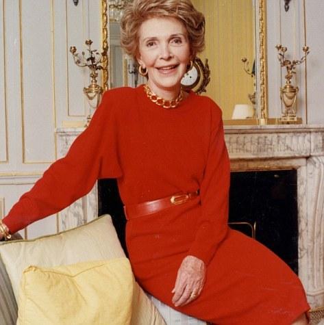 PKT4186-304654RONALD REAGAN  1989 Nancy Reagan at Claridges Hotel in London.